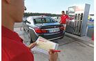 BMW 750Li, Tankstelle