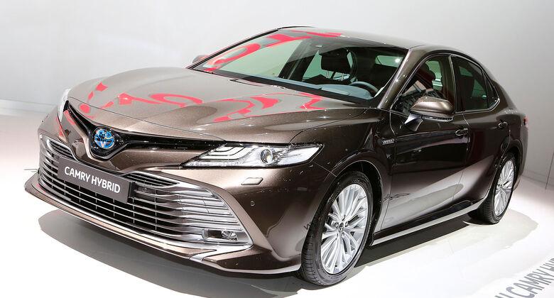 10/2018, Toyota Camry Hybrid auf dem Autosalon Paris 2018