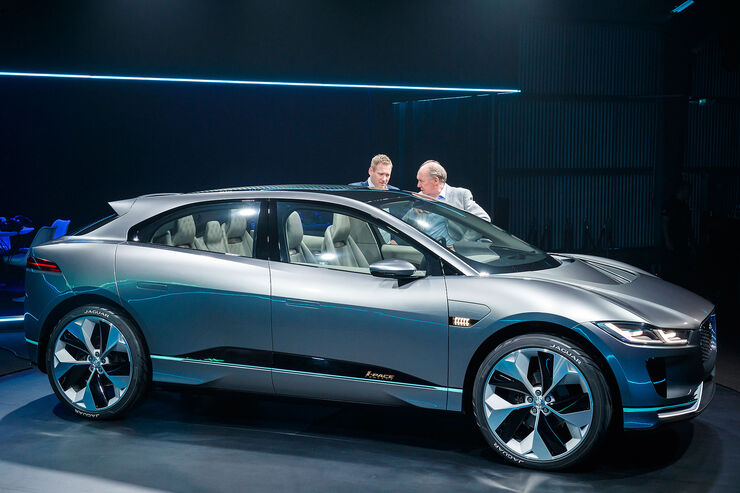 neuer jaguar i pace elektro suv f r schafft 500 km auto motor und sport. Black Bedroom Furniture Sets. Home Design Ideas