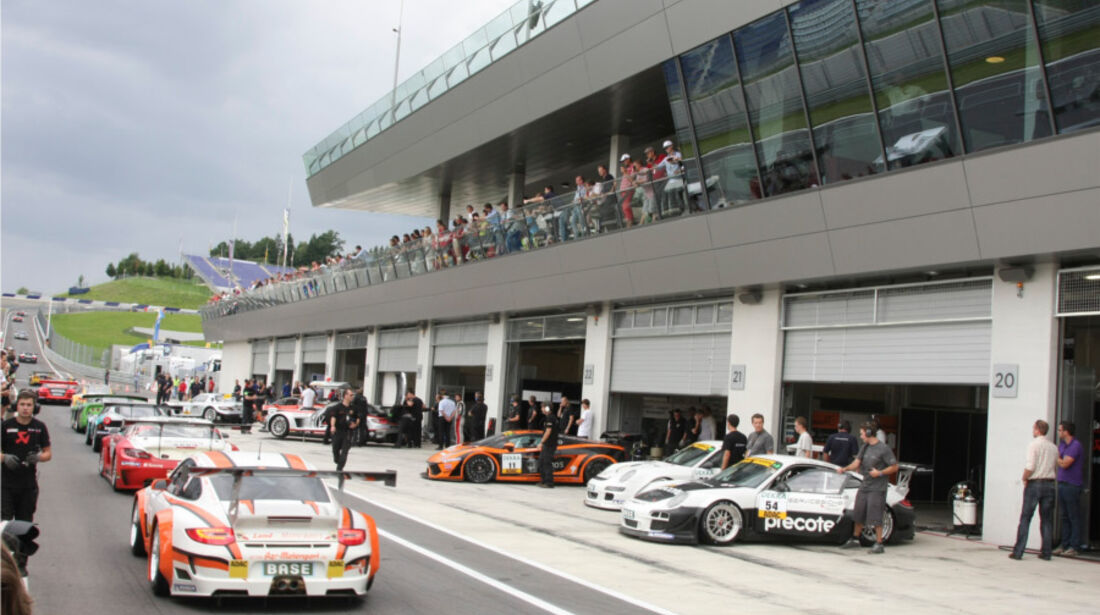 ADAC GT Masters, Boxengasse