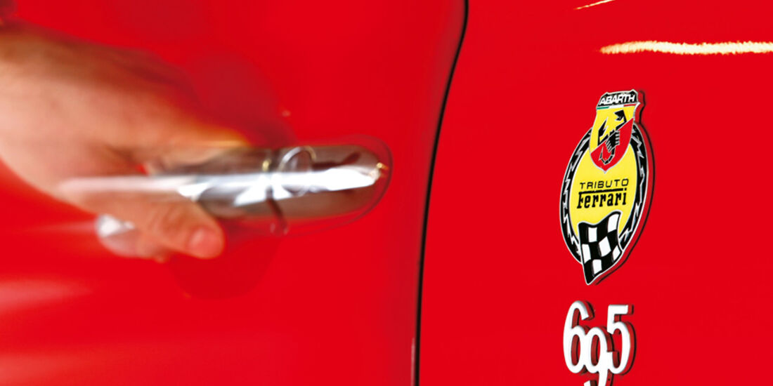 Abarth 695 Tributo Ferrari, Lenkrad, Rundinstrumente