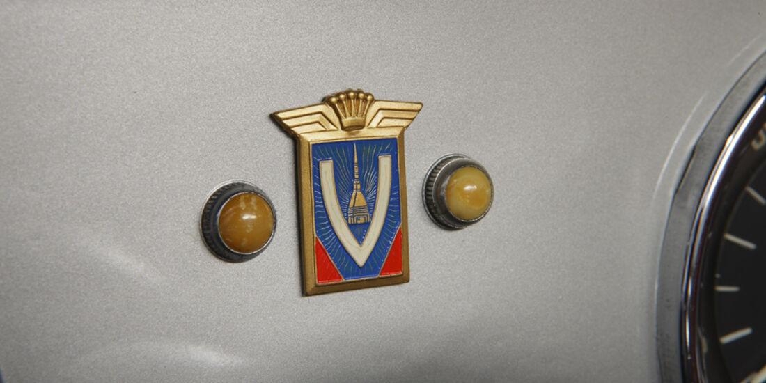 Alfa Romeo 2000 S Vignale-Coupé (1958), Schalttafel Logo
