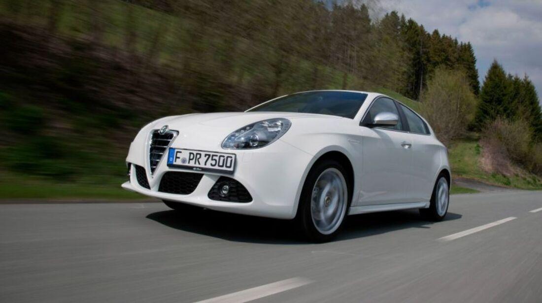 Alfa Romeo Giulietta weiss Schussfahrt