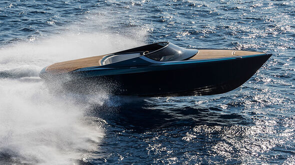 Aston Martin Powerboat AM37