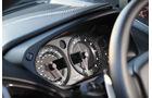 Aston Martin V12 Vanquish S, Rundinstrumente