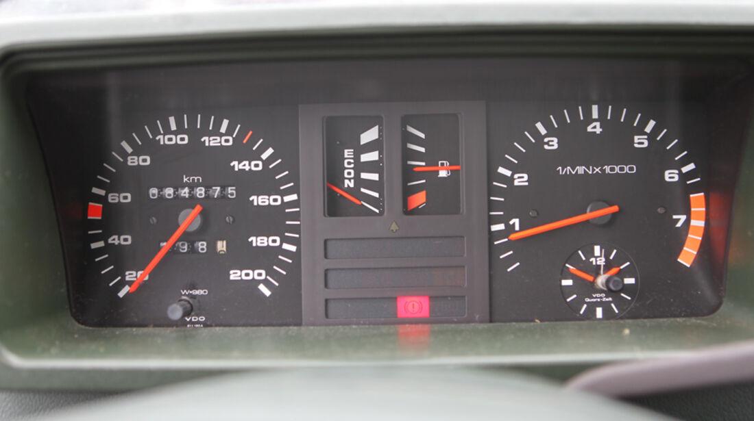 Audi 80, Tacho, Anzeigeinstrumente