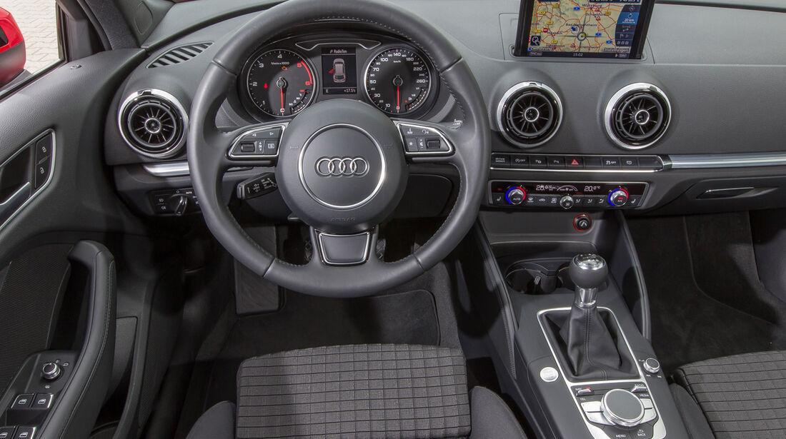 Audi A3 Sportback 1.6 TDI, Cockpit, Lenkrad