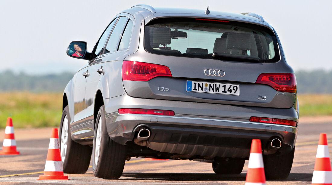 Audi Q7 3.0 TDI, Heckansicht, Slalom