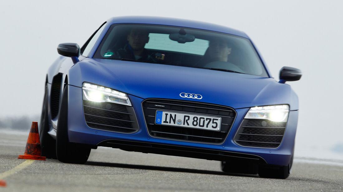 Audi R8 V10 plus 5.2 FSI, Frontansicht, Slalom