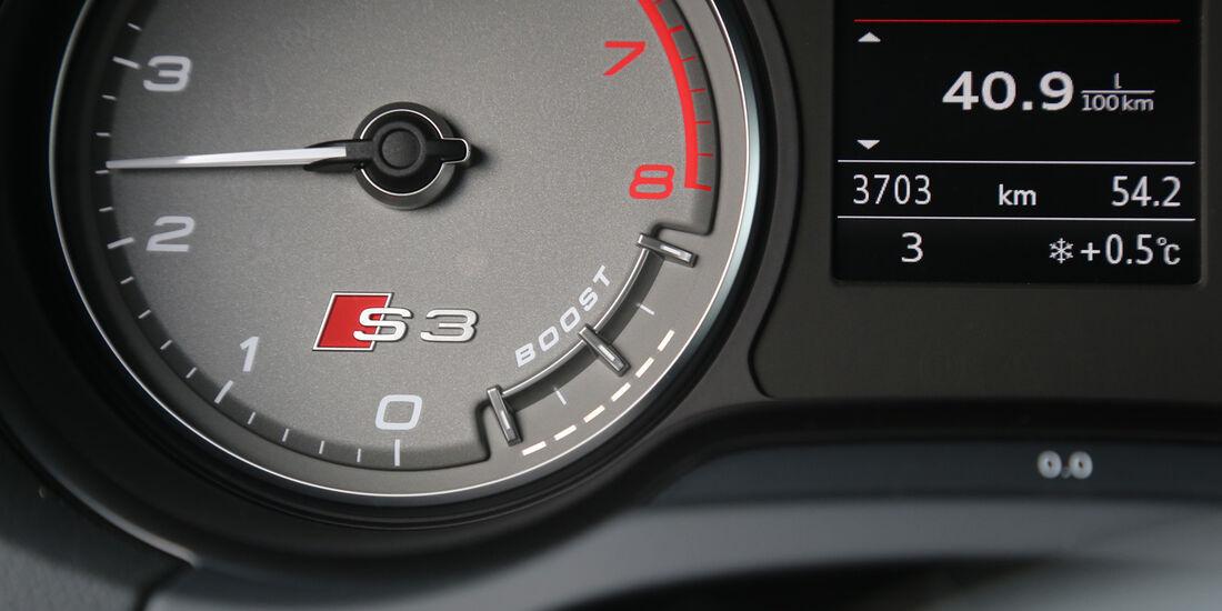 Audi S3 2.0 TFSI, Rundinstrumente, Ladedruck