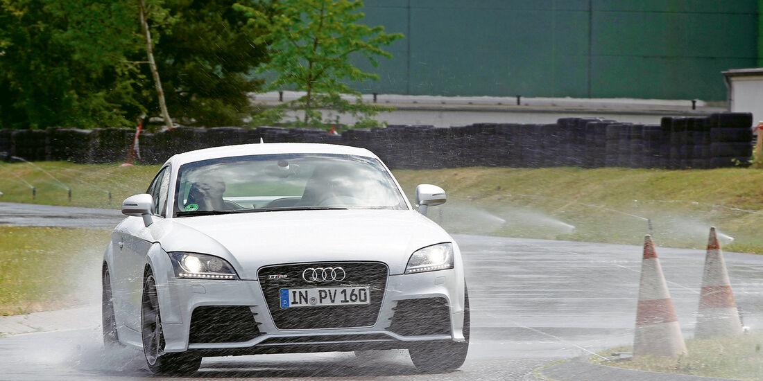 Audi TT RS, Frontansicht, Nasshandling