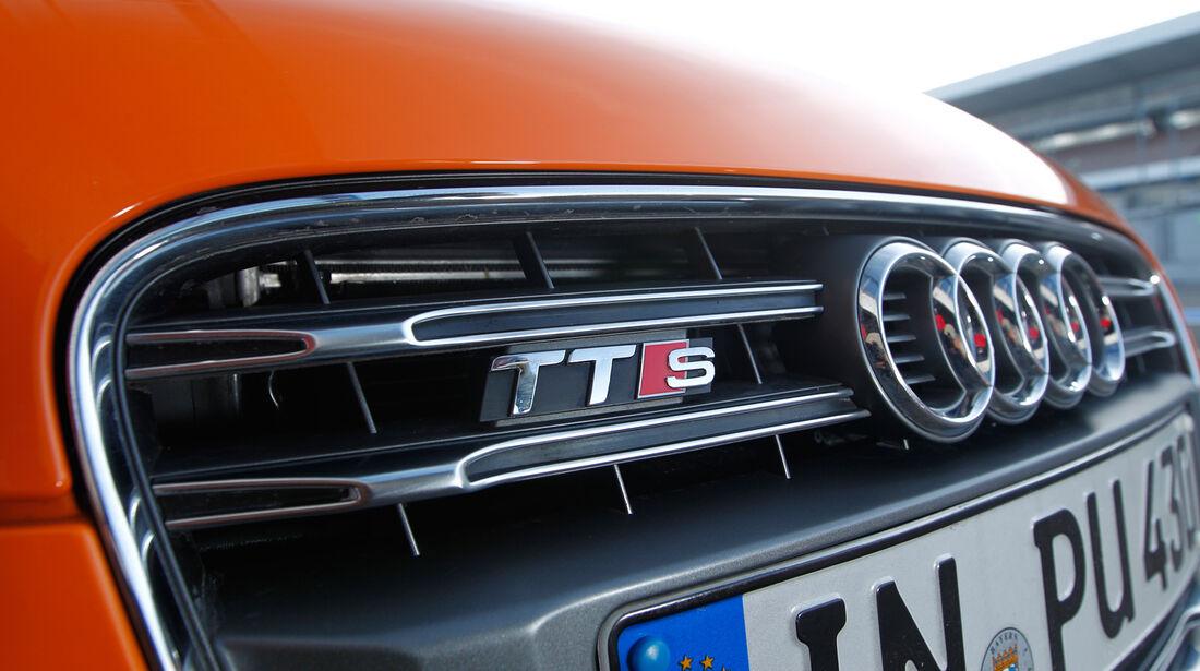 Audi TTS Roadster, Kühlergrill, Typenbezeichnung