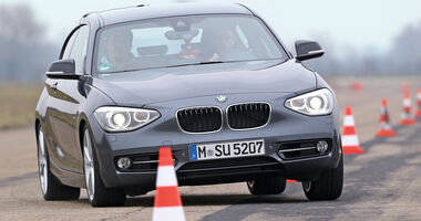 BMW 120d, Frontansicht, Slalom