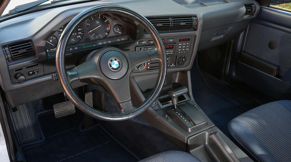 BMW-325e-Interieur