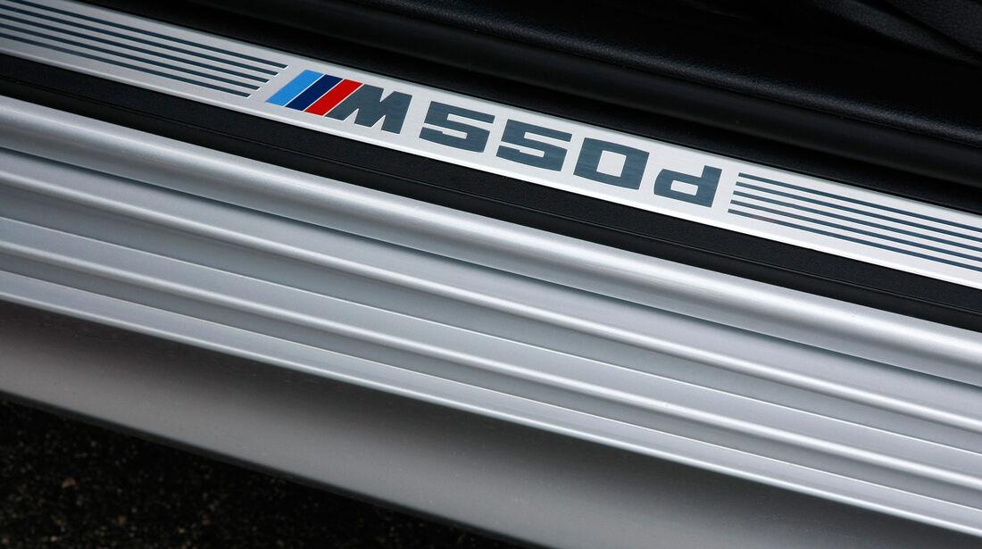BMW M550d xDrive, Fußleiste