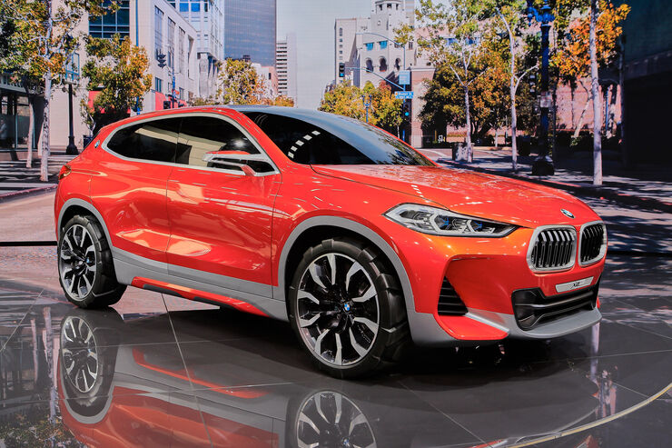 bmw concept x2 in paris ausblick auf das bmw suv coup. Black Bedroom Furniture Sets. Home Design Ideas
