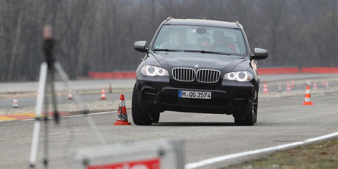 BMW X5 M50d, Frontansicht, Slalom