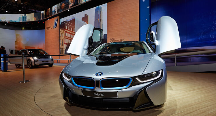 bmw i8 auf der iaa erster hybrid sportlwagen von bmw. Black Bedroom Furniture Sets. Home Design Ideas