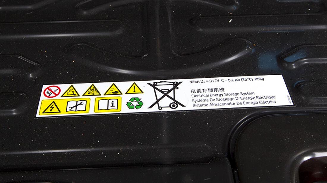 Batterieaufkleber im BMW Active Hybrid X6