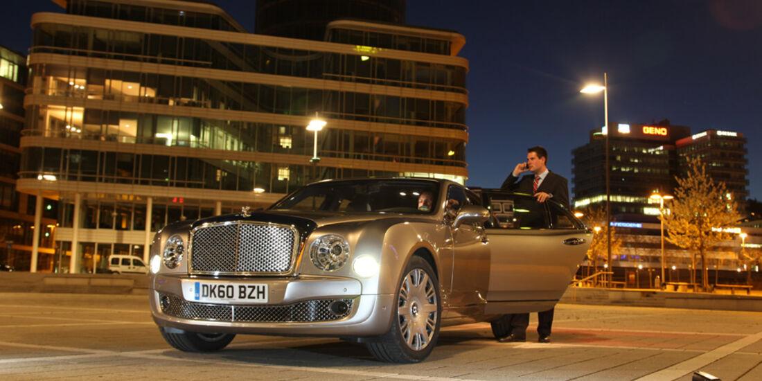 Bentley Mulsanne, Frontbild, Stand, bei Nacht