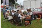 Besucher der Classic Days beim Picknick
