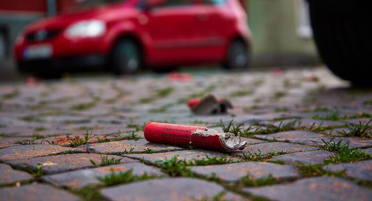 feuerwerks-schäden: was zahlt die kfz-versicherung? - auto motor und