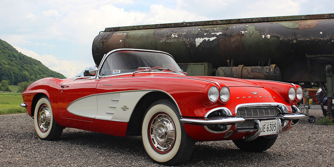 Chevrolet-Corvette-Fuel-Injection-1962
