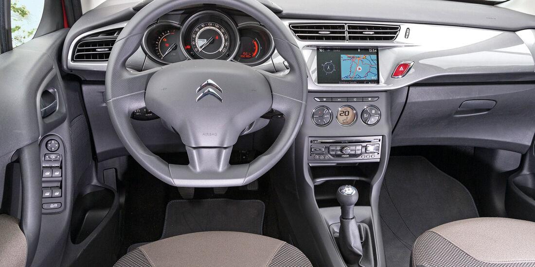 Citroën C3 VTi 82, Cockpit, Lenkrad