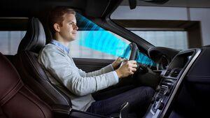 Der Sensor registriert die Augenbewegungen des Fahrers.