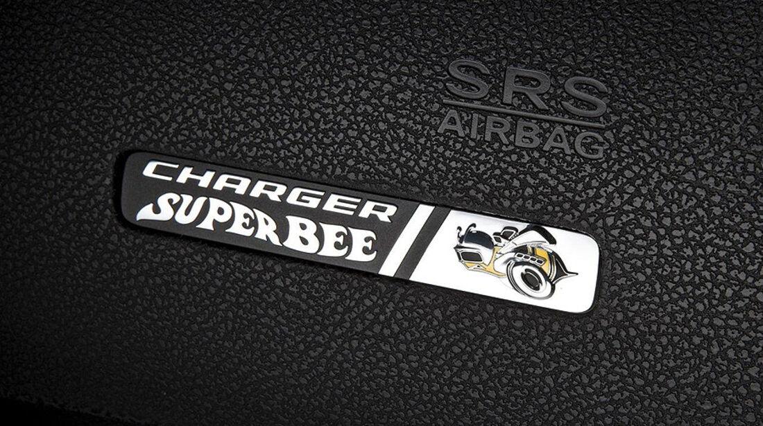 Dodge Charger SRT8 Super Bee, Modellbezeichnung