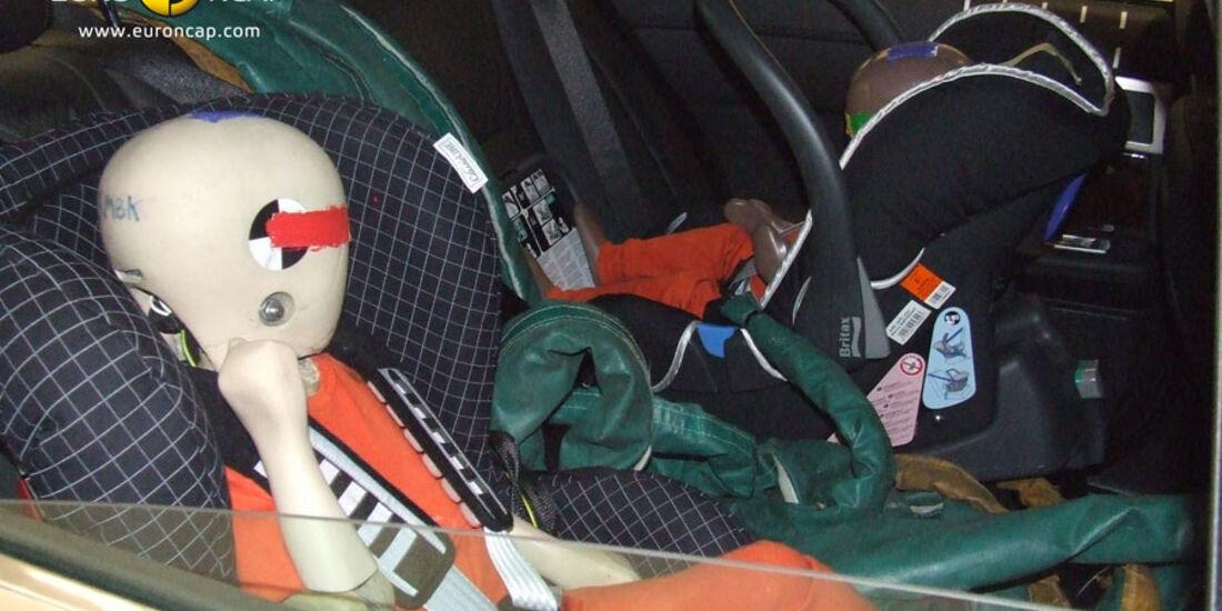 EuroNCAP-Crashtest, Jaguar XF, Kindersitz-Crashtest