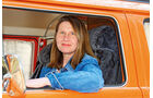 Eva-Maria Kraske im VW Bulli