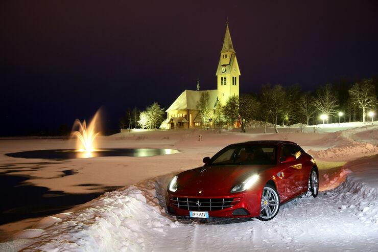 Ferrari FF, Seitenansicht, Kirche