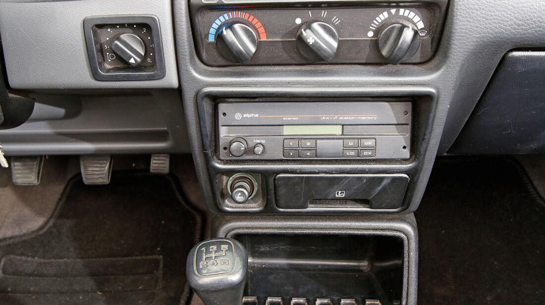 Ford Escort 1.6 XR3i Cabriolet, Mittelkonsole