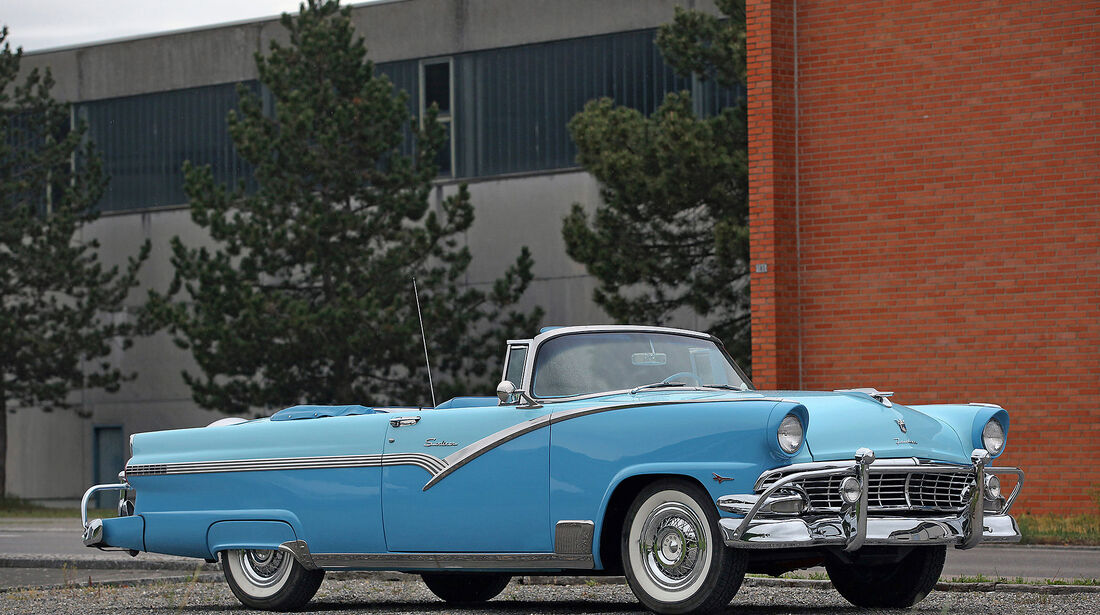 Ford-Fairlane-Sunliner-Convertible-1957
