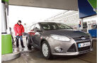 Ford Focus Econetic, Frontansicht, Tankstelle