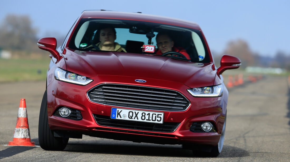 Ford Mondeo 2.0 TDCi, Frontansicht, Slalom
