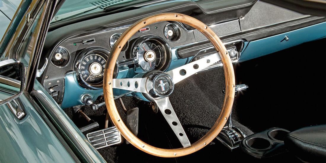 Ford Mustang, Lenkrad, Cockpit