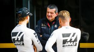 Guenther Steiner, Kevin Magnussen & Romain Grosjean - Haas - F1 - 2019