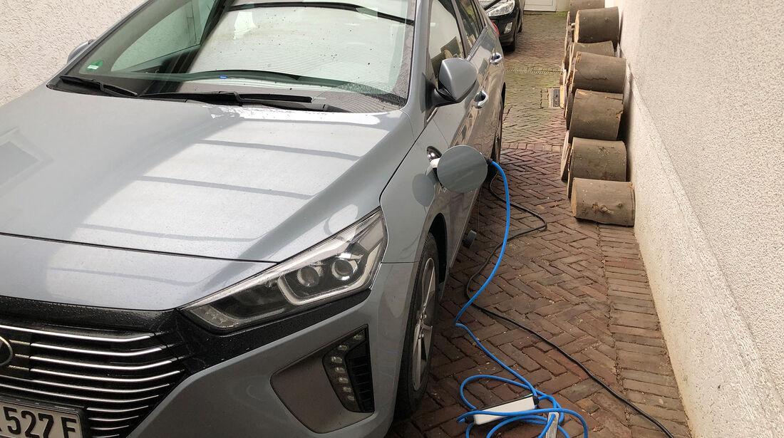 Hyundai Future Leser Test Drive 2019 Ioniq Plug-in-Hybrid