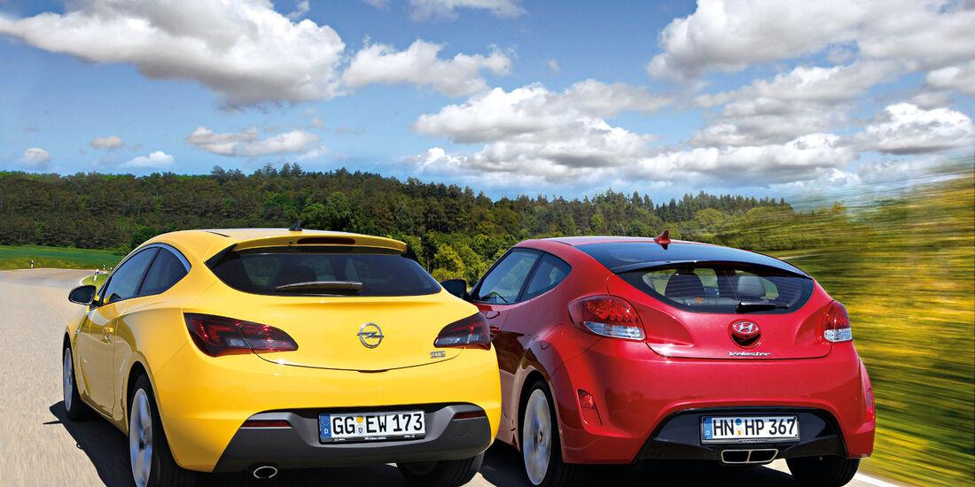 Hyundai Veloster Blue 1.6, Opel Astra GTC 1.4 Turbo, Heckansicht