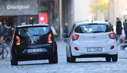 Hyundai i10 blue 1.0 Trend, VW 1.0 high up, Heckansicht