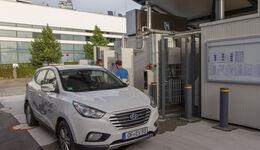 Hyundai ix35 Fuel Cell, Frontansicht, Tankstelle