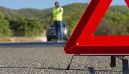 In Deutschland müssen Autofahrer ab dem 1. Juli 2014 eine Warnweste pro Fahrzeug mitführen.