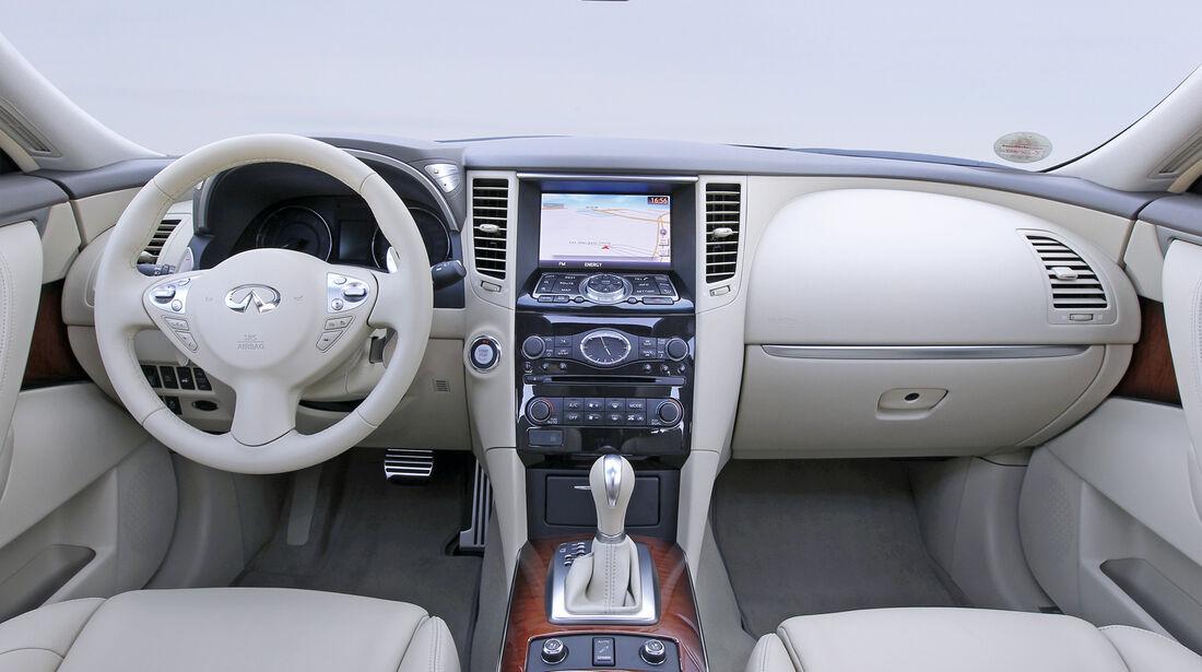 Infiniti FX30d, Cockpit