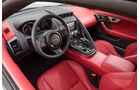 Jaguar F-Type R AWD Coupé, Cockpit