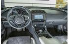 Jaguar XE S, Cockpit