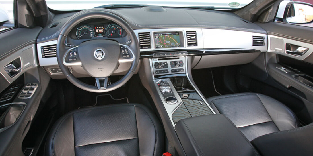 Jaguar XF 2.2 D, Cockpit