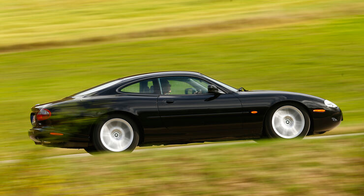 Jaguar XK8, Seitenansicht
