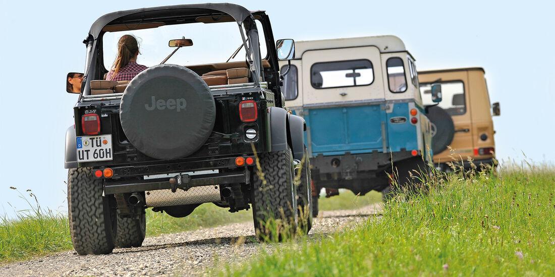 Jeep Wrangler, Land Rover 109, Mercedes-Benz 240 GD, Heckansicht